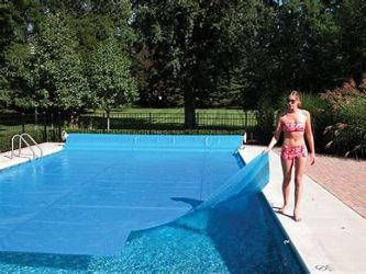 Why does my swimming pool water level keep dropping ...
